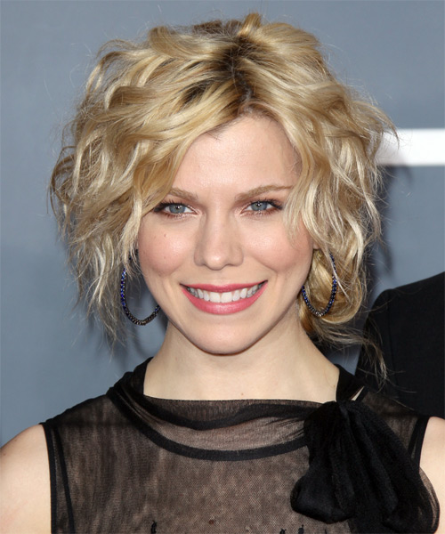 Kimberly Perry Short Wavy Casual Hairstyle