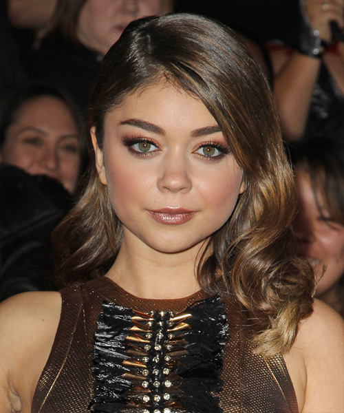 Sarah Hyland Medium Wavy Hairstyle - Dark Brunette