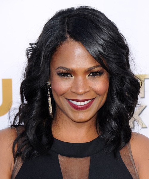 Nia Long Medium Wavy Black Hairstyle for Women Over 40