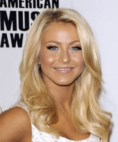 Julianne Hough Long Wavy Casual Hairstyle
