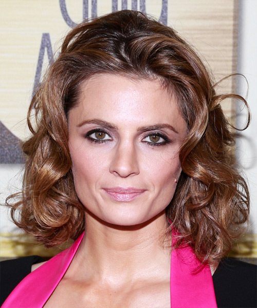 Stana Katic Medium Wavy Hairstyle for Square Face Shapes.