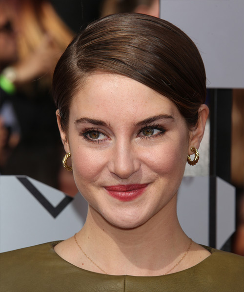 Shailene Woodley Short Straight Formal Hairstyle - Medium Brunette (Chocolate) Hair Color