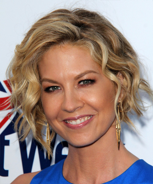 Jenna Elfman Medium Wavy Casual Hairstyle - Medium Blonde Hair Color