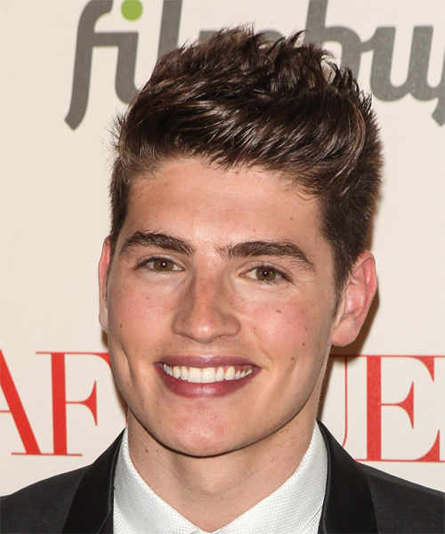 Gregg Sulkin Short Straight Hairstyle - Medium Brunette