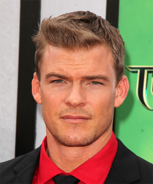Alan Ritchson Short Straight Hairstyle - Light Brunette