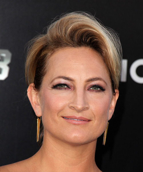 Zoe Bell Short Straight Hairstyle - Dark Blonde