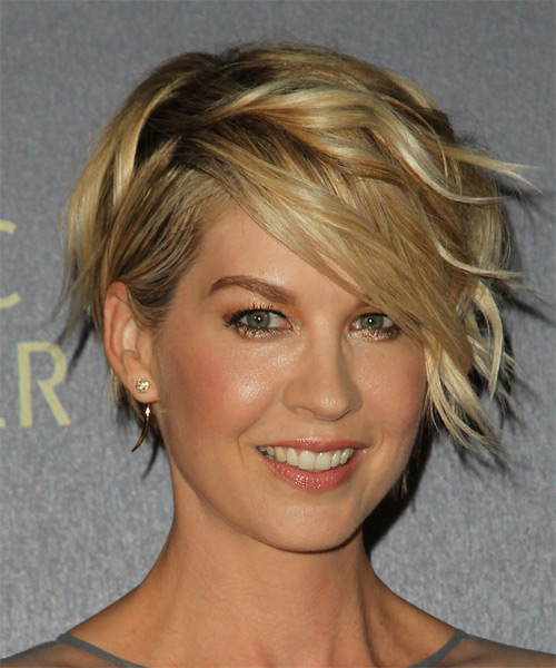 Jenna Elfman Short Wavy Formal - side view