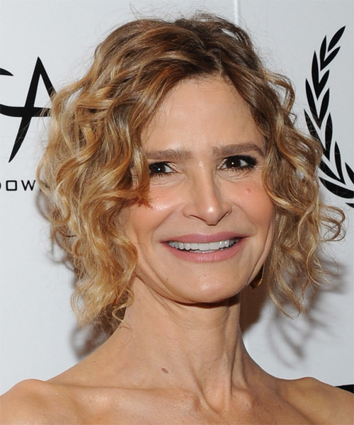 Kyra Sedgwick Short Curly Casual  - Dark Blonde - side view