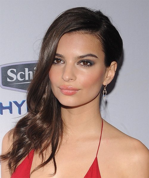 Emily Ratajkowski Long Wavy Casual Hairstyle (Chocolate) - side view