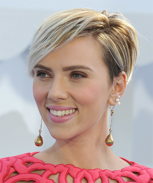 Scarlett Johansson Short Straight Casual Hairstyle - Light Blonde Hair Color - side view
