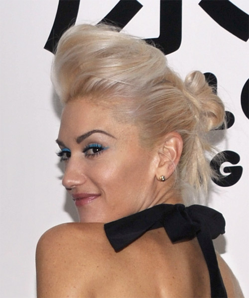 Gwen Stefani Long Straight Hairstyle - Light Blonde (Champagne) - side view 1