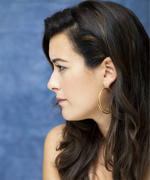 Cote de Pablo Long Wavy Hairstyle - side view 1