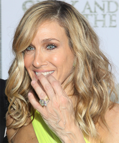 Sarah Jessica Parker Long Wavy Hairstyle - side view 1