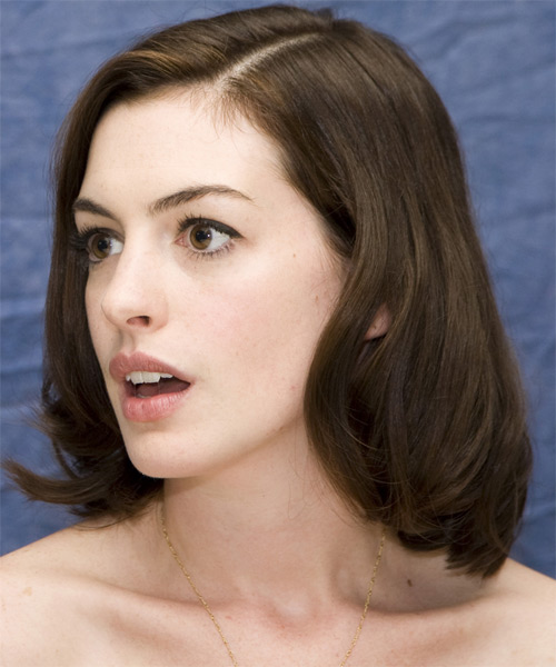 Anne Hathaway Medium Straight Bob Hairstyle - side view 1