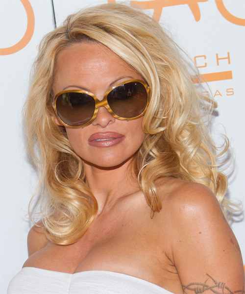 Pamela Anderson Long Wavy Hairstyle - side view 1