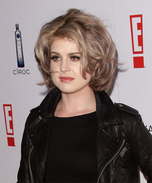 Kelly Osbourne Medium Wavy Hairstyle - side view 1