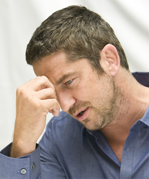 Gerard Butler Short Straight Hairstyle - side view
