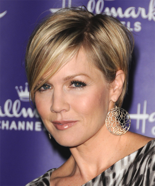 Jennie Garth Short Straight Formal Hairstyle with Side Swept Bangs - side view