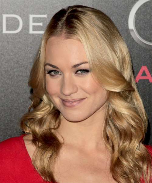 Yvonne Strahovski Long Wavy Hairstyle - side view 1
