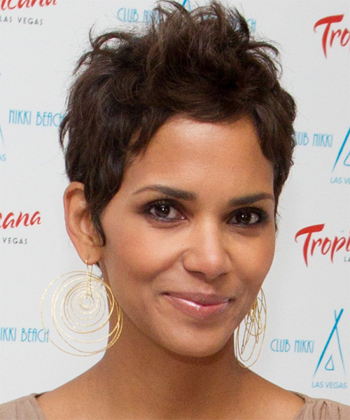 Halle Berry Short Straight Hairstyle - Medium Brunette (Chocolate) - side view 1