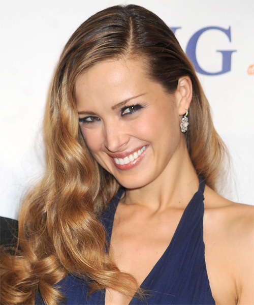 Petra Nemcova Long Wavy Hairstyle - Dark Blonde - side view