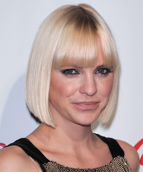 Anna Faris Short Straight Formal Bob Hairstyle with Blunt Cut Bangs - Light Blonde (Platinum) Hair Color - side view