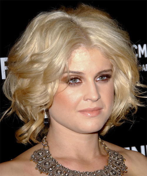 Kelly Osbourne Short Wavy Formal  - Black (Golden) - side view