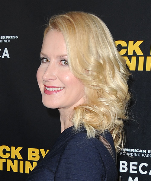 Angela Kinsey Medium Wavy Hairstyle - Light Blonde (Golden) - side view