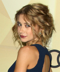 Olesya Rulin Hairstyle - click to view hairstyle information