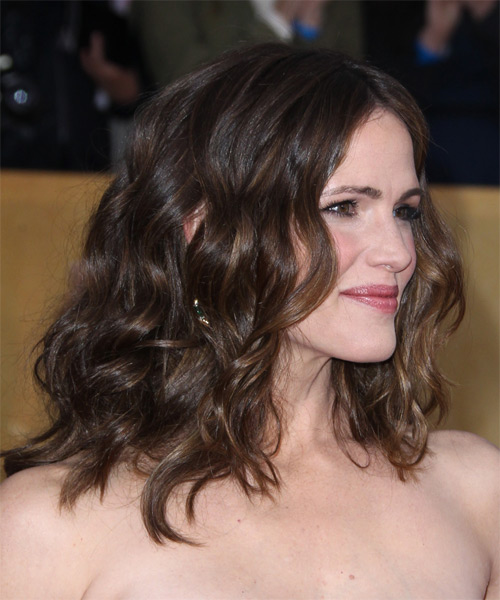 Jennifer Garner Medium Wavy Casual  - Medium Brunette - side view