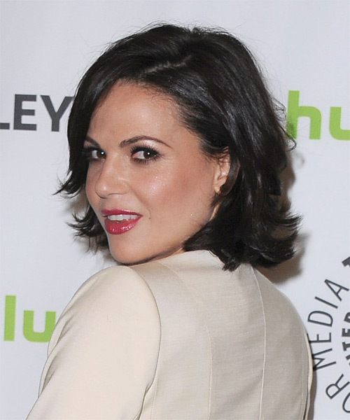 Lana Parrilla  Short Straight Hairstyle - side view 1