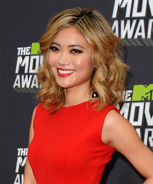 Jessica Lu Medium Wavy Hairstyle - Dark Blonde (Golden) - side view
