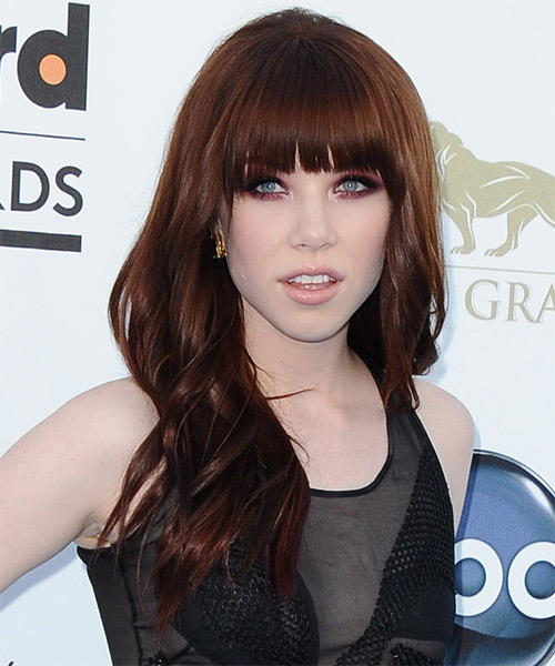 Carly Rae Jepsen Long Wavy Hairstyle - side view