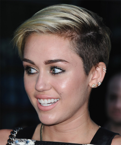 Miley Cyrus Short Straight Hairstyle - Light Blonde (Ash) - side view 1