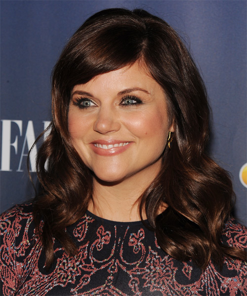 Tiffani Thiessen Long Wavy Hairstyle - side view 1