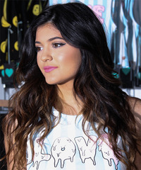 Kylie Jenner Hairstyle - click to view hairstyle information