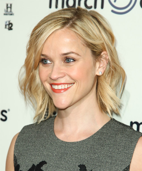 Reese Witherspoon Short Wavy Casual Hairstyle - Light Blonde Hair Color - side view