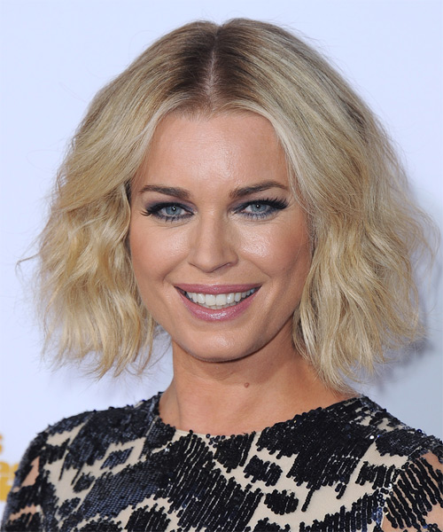 Rebecca Romijn Short Wavy Casual Bob Hairstyle Light Blonde