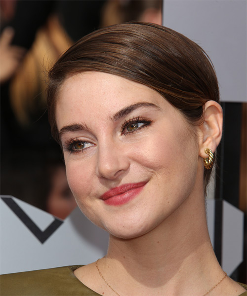 Shailene Woodley Short Straight Hairstyle - Medium Brunette (Chocolate) - side view 1