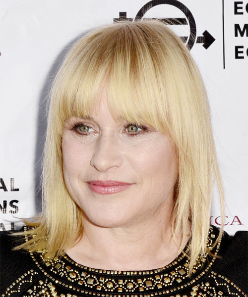 Patricia Arquette Medium Straight Formal Bob Hairstyle with Blunt Cut Bangs - Light Blonde (Golden) Hair Color - side on view