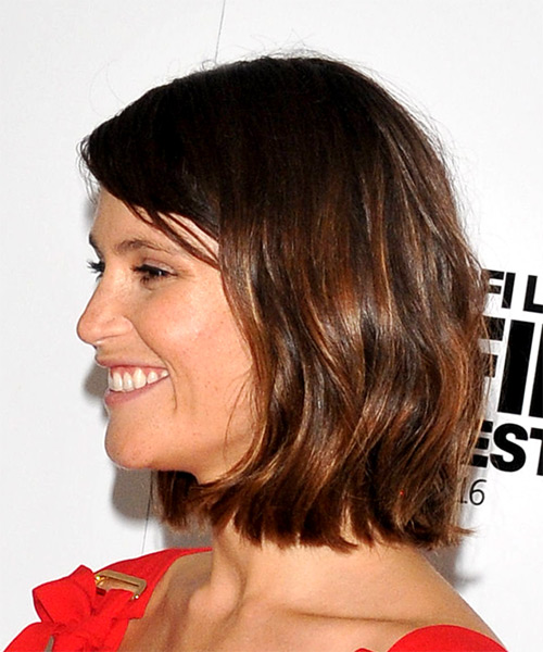 Gemma Arterton Medium Wavy Casual Bob Hairstyle with Side Swept Bangs - Medium Brunette Hair Color - side on view