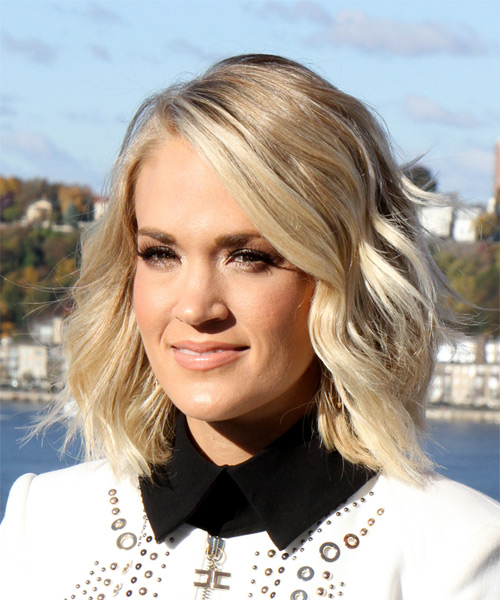 Carrie Underwood Medium Wavy Bob Hairstyle - Light Blonde (Champagne) - side view