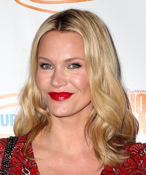 Natasha Henstridge Wavy Casual Bob- side on view