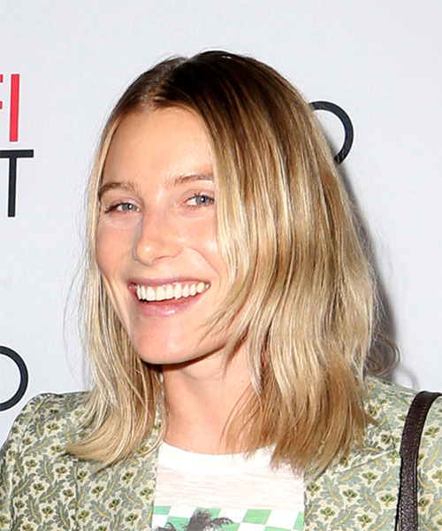 Dree Hemingway Medium Straight Casual Bob Hairstyle - Medium Blonde Hair Color - side on view