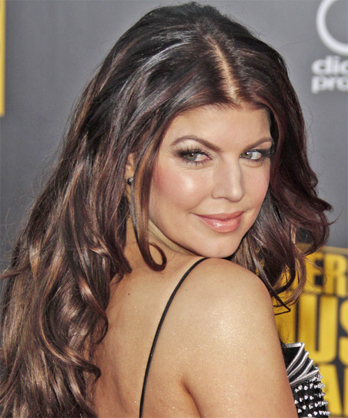 Fergie Long Wavy Hairstyle - side view