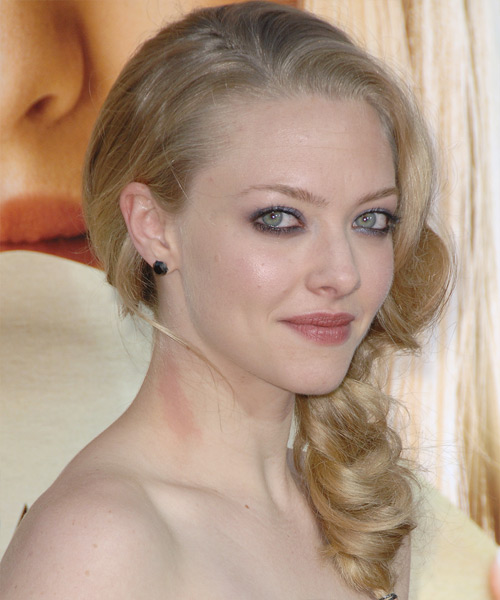 Amanda Seyfried Curly Formal Updo Hairstyle - side on view