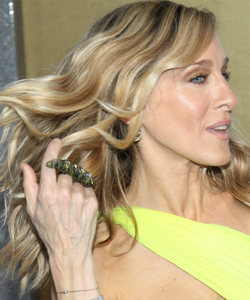 Sarah Jessica Parker Long Wavy Hairstyle - side view 2