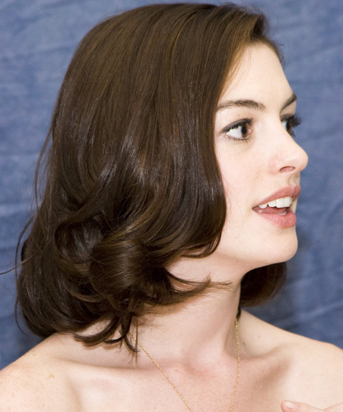 Anne Hathaway Medium Straight Bob Hairstyle - side view 2