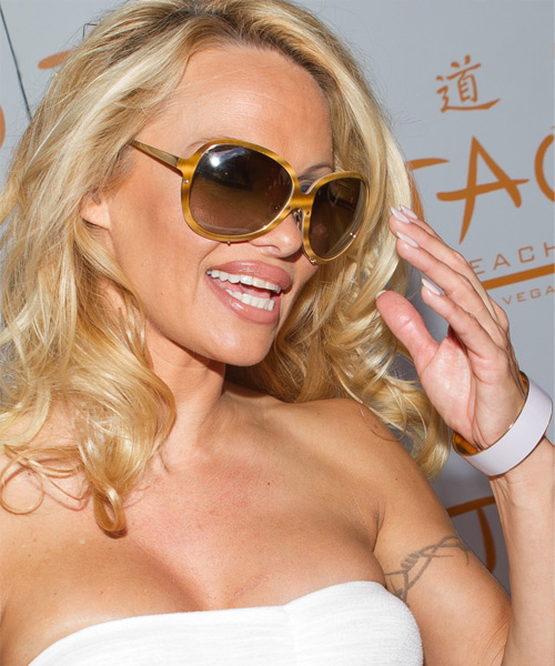 Pamela Anderson Long Wavy Hairstyle - side view