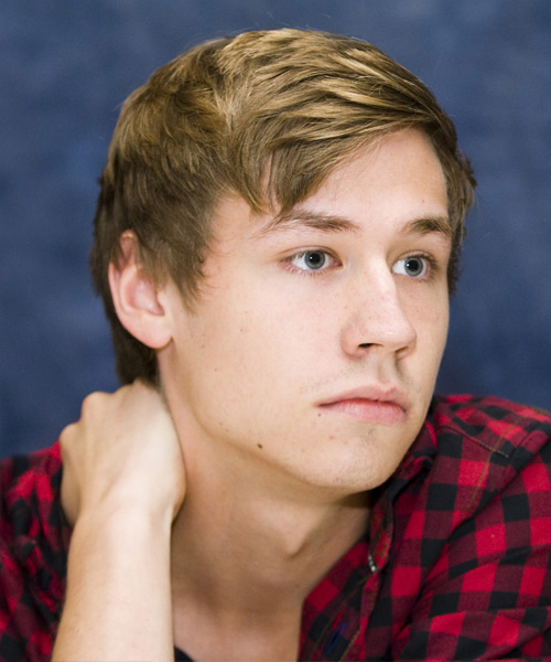 David Kross Short Straight Hairstyle - side view